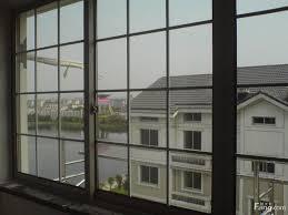 新技术使设计师能够以低于标准墙体结构的成本自由地进行大面积的玻璃窗