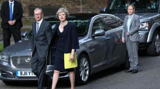 在英国退欧失败后 特蕾莎梅的政府幸免于不信任投票
