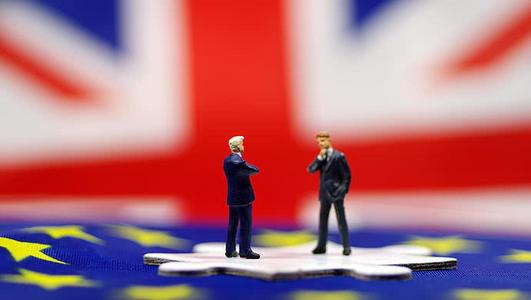 英国政府支持不信任投票 这是它的运作方式