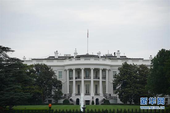 美国白宫17日宣布推迟6个月就是否对进口汽车及零配件加征关税作出决定