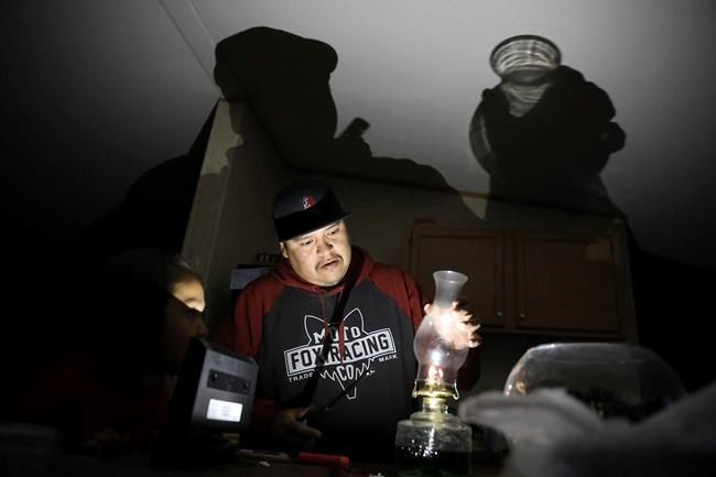 不再在黑暗中:纳瓦霍民族的家园获得电力