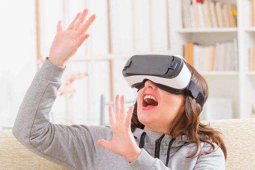 Facebook推出其新的虚拟现实耳机Quest