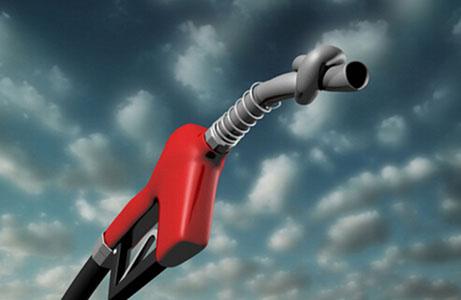 在财政部长提高税收后 汽油价格将上涨超过每公升2.5卢比