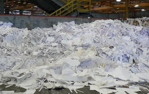 研究人员如何将垃圾变成可再生电池
