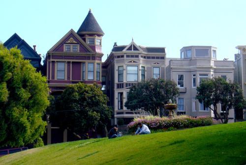 西蒙·阿斯特里奇为翻新的维多利亚式房屋添加了白砖扩展名
