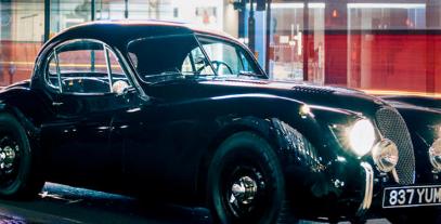 备受追捧的老爷车是这个愚蠢的富人的储备越来越多的老爷车年复一年地打破纪录