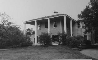 著名建筑师HH理查森的住所遭到了破坏