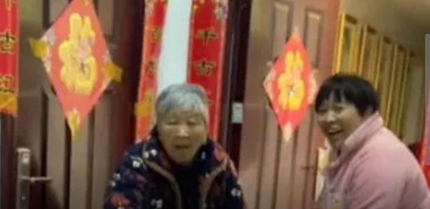 河南一远嫁女儿瞒着父母带娃回家过年 老人开门后一幕场面感人【图】