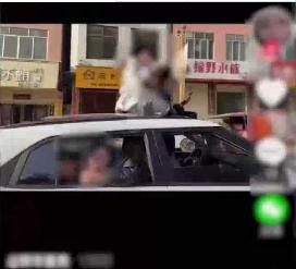 两名女子伸出车顶给新娘唱歌送祝福 下一秒悲剧了【图】