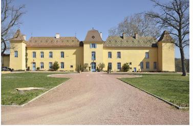 以200万美元的价格在自己的16世纪法国城堡统治