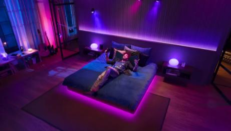使用飞利浦Hue最新的渐变智能灯为您的整个家庭沐浴在色彩中